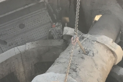 sortie du bloc béton avec une grue